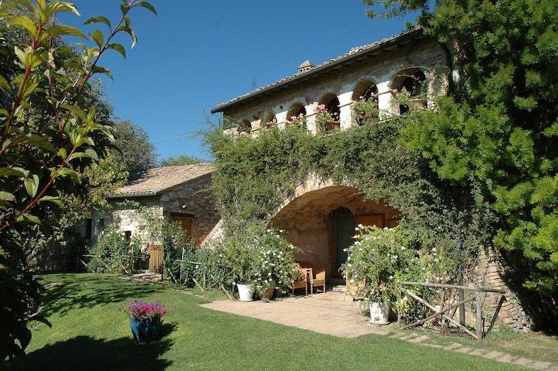 Agenzia immobiliare vendita immobili prestigiosi in for Case italiane immobiliare