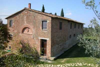 Country house vacations rentals with pool Castiglione del Lago Trasimeno. Beautuful restored stone house with 4 bedrooms and 3 baths up to 8 sleeps