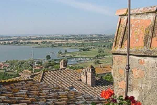 Book now your holiday in Castiglione del lago in Umbria in this fantastic exclusive residence on the lake in Castiglione del lago in the province of P
