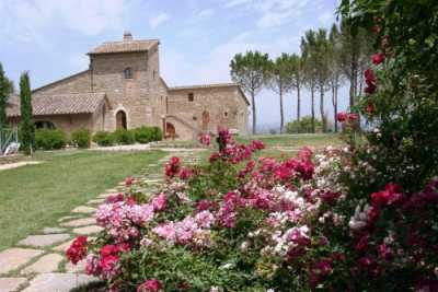 8 Exclusive vacation rentals apartments and 8 suites near Perugia in Umbria. This restored residence with pool and chapel is perfect for weddings