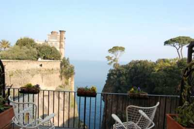 Book now your holiday in Sorrento in Campania in a private holiday home on the sea, a beautiful apartment at 2km. from the center of Sorrento in the p