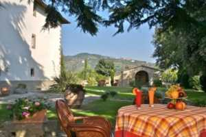 Exclusive apartments for rent in Cortona with private golf course and pool, Tuscany
