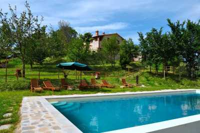 Book your Farmhouse now, vacations rentals with pool near Perugia in Umbria. This holiday farmhouse immersed in the umbrian countryside has 6 bedrooms