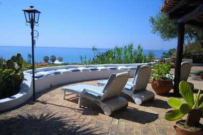 Book now your vacation in Calabria private villa on the sea in Tropea in the province of Vibo Valentia in Calabria, rent this beautiful private villa