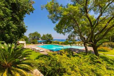 Book now your holiday in Ischia in Campania in this wonderful private villa with pool on the sea in Ischia in the province of Naples in Campania