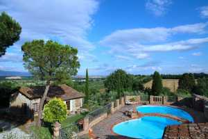 private vacation home with pool for rent in Foiano della Chiana in Tuscany