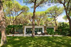 Wonderful private villa in Roccamare in Tuscany, book now your holiday in this villa with 7 beds for rent a few steps from the sea