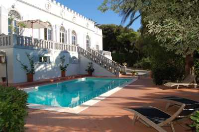 Individual language courses, group courses, language courses in the villa during the stay