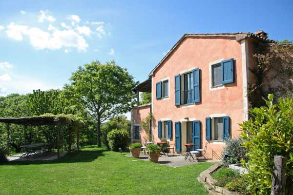 Book now your holiday in San Casciano dei Bagni in Tuscany in this wonderful villa for rent with swimming pool in San Casciano dei Bagni in the provin